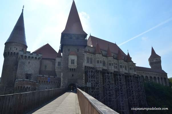 castillo-hunedoara-fuera