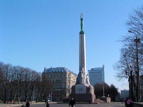 monumento de la libertad en Letonia