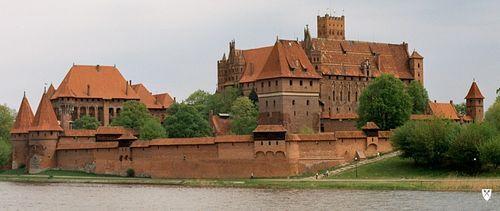 El histórico castillo de Mallbork en Polonia