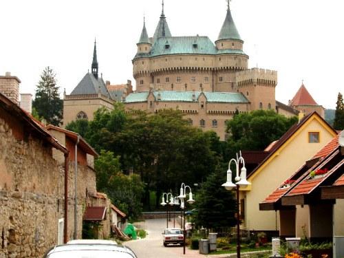 Bojnice: balneario, zoológico y castillo
